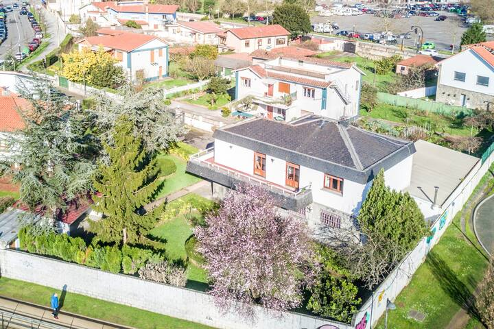 Gorgeous house with garden near city center - Gijón - Ev