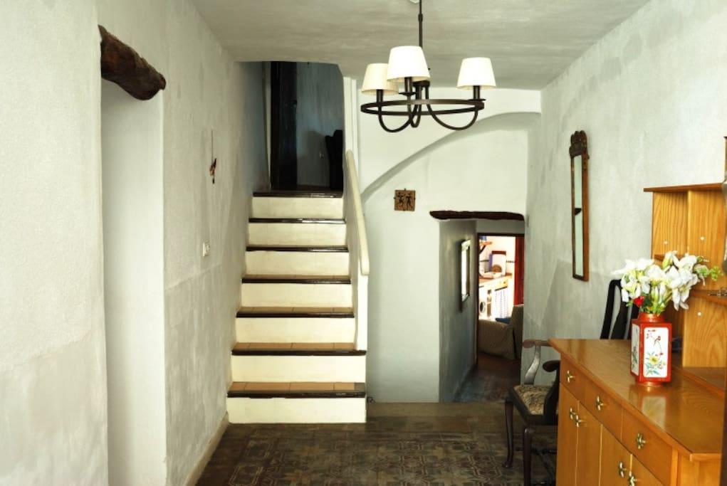 Large Hall / La Entrada grande