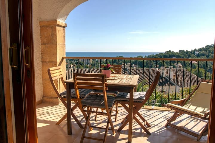 Cozy house in Denia with wonderful sea views.