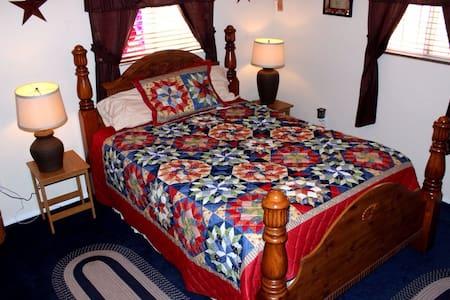 Cozy queen bed - Rio Rancho