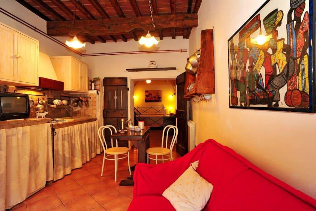 Cucina sotto. Kitchen on ground floor.