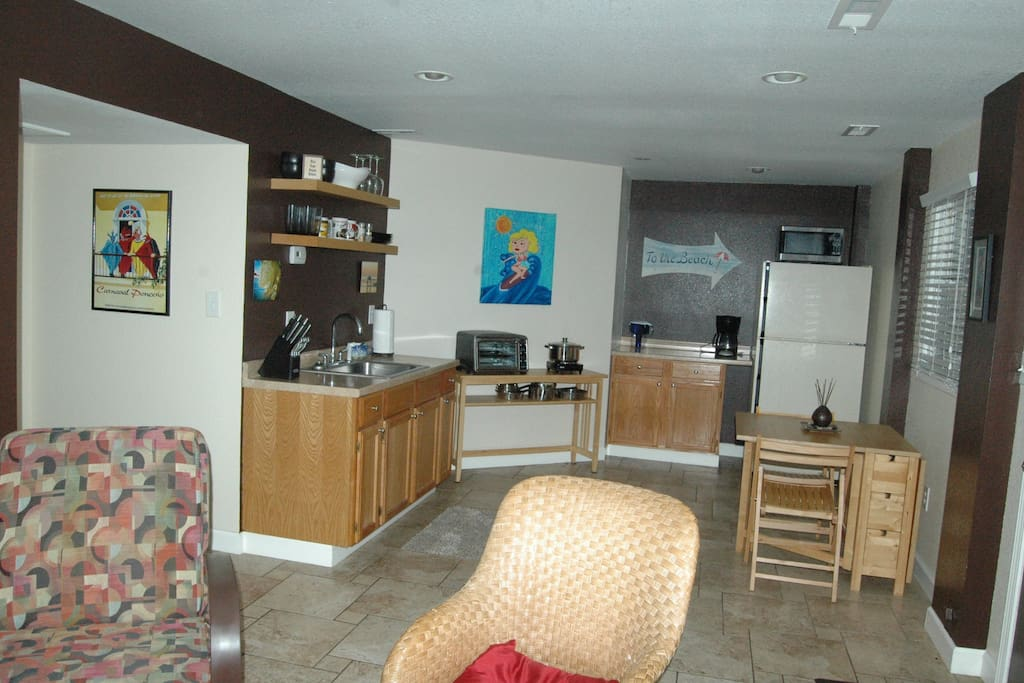 Private kitchen & dining area