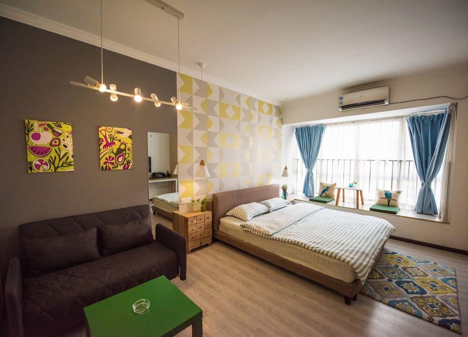 1.8米大床让家人舒适睡眠,应急沙发床1.2米,完全可以舒适度夜哦!