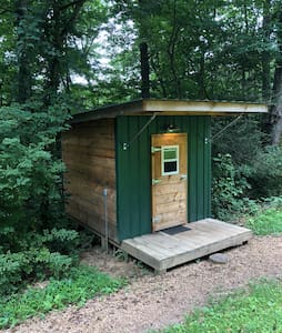 Green Tiny Cabin @ Boots Off Hostel & Campground