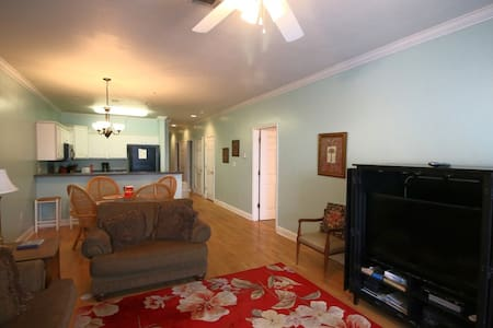 3 bd just one block from Center St and Beach! 114 - 富麗海灘(Folly Beach)