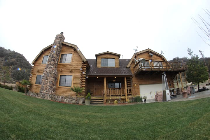 Luxury Vacation Rental Cabin - Frazier Park