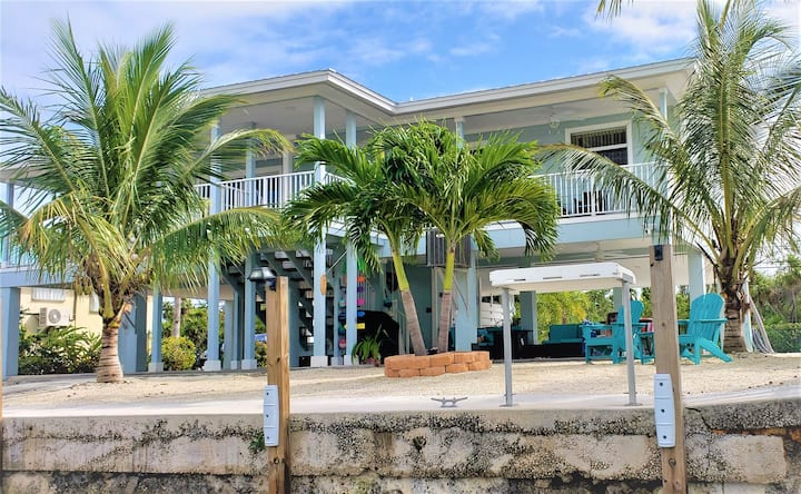 R & Ks Marathon Paradise 2/2 Duplex w/35` Dock & Cabana Club Included