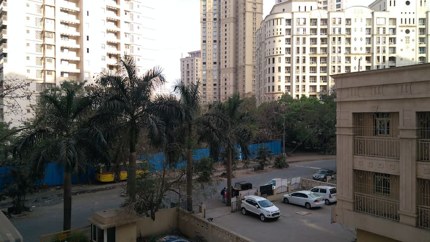 Divine Apartment - Hiranandani Estate