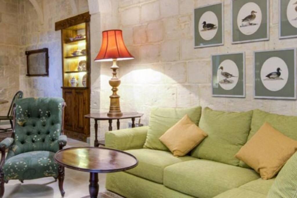 luxury 17th century palazzo suite 3 appartements avec services h teliers louer la valette. Black Bedroom Furniture Sets. Home Design Ideas