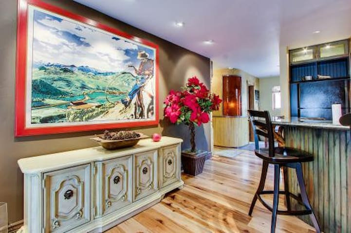 Upscale Digs in Downtown Ketchum