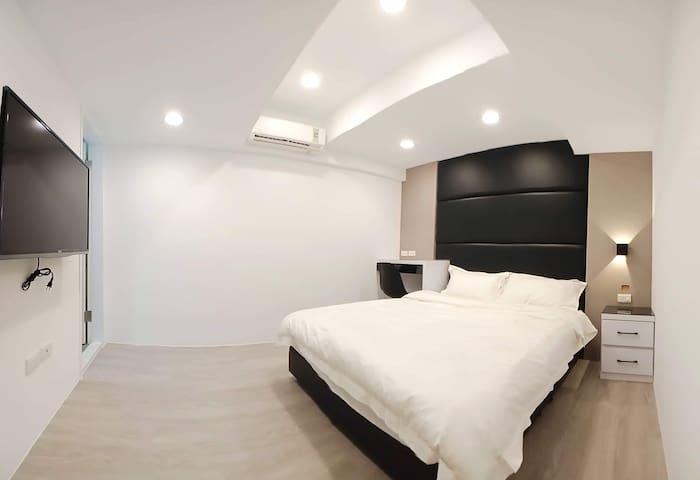 Luxury & convenient Studio/1分鐘達捷運/近西門町/全新精品電梯雙人房