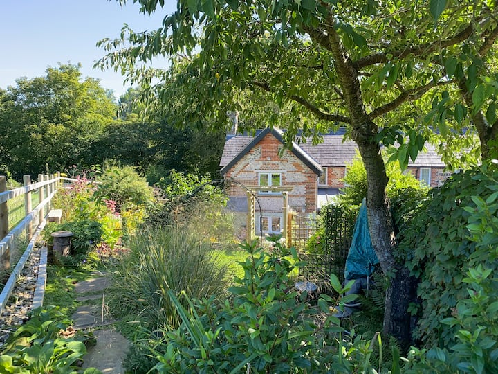 Cosy, beautifully decorated 2 bed cottage