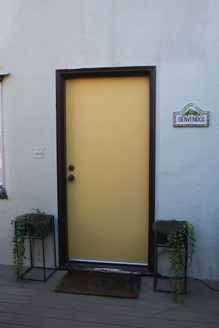Yellow Door - El Cerrito - Apartament