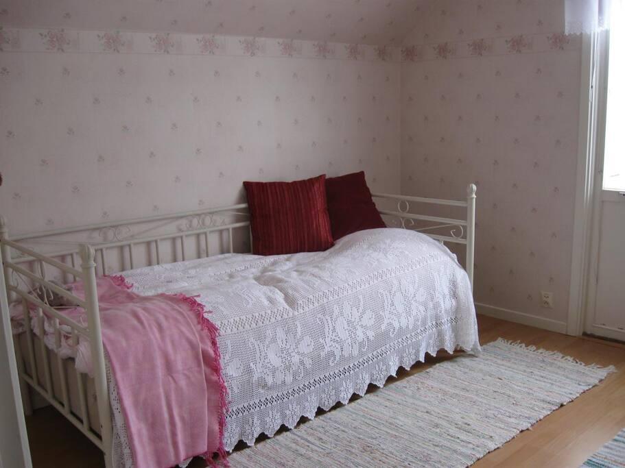 Enkelrum med 90 cm säng