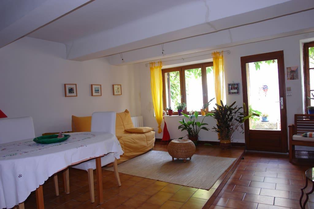 Salle de séjour avec cuisine américaine de 40 m2