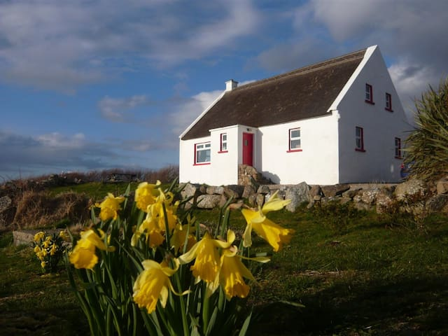SEAL COTTAGE ON THE BAY - Dungloe - Cabin