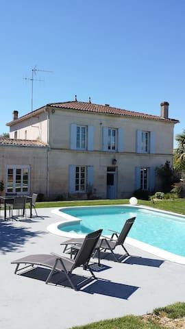 Maison de maître 220m2 centre bourg - Saint-Genis-de-Saintonge - Ev