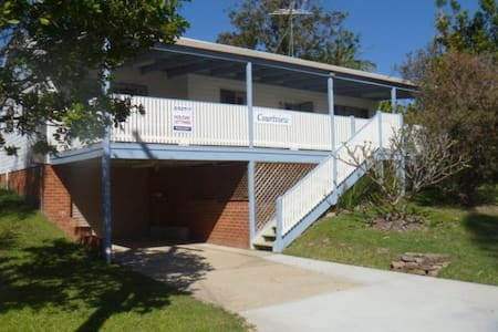 Courtview 3 Bed House 100m to beach - Scotts Head