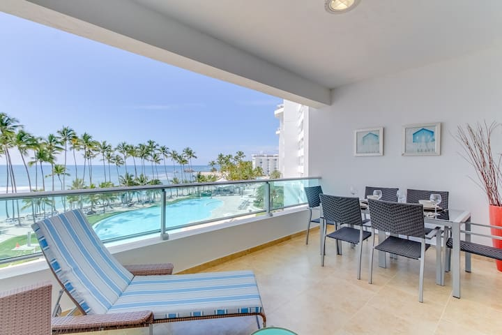 High-end oceanfront condo w/views, balcony, shared pool access and a playground