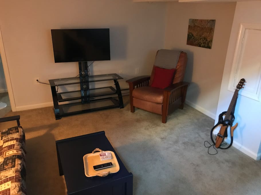 Comfortable, clean and cozy.  Smart TV.  No local TV so bring your Netflix or Playstation Vue with you. HDMI cable and Chromecast provided for guests convenience.