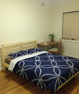 New Furnished Room at Eastgardens - Dom