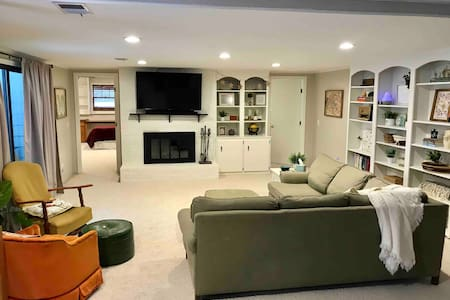 Large One-Bedroom by Calvin University w/ Kitchen