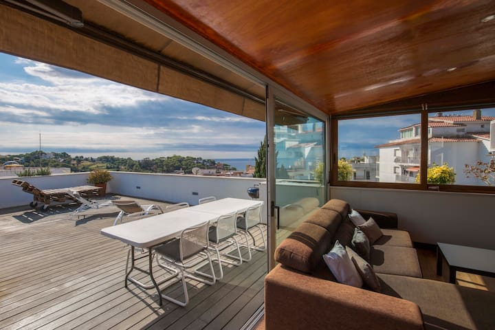 Sunny flat with sea view. 600 mtrs. from the beach