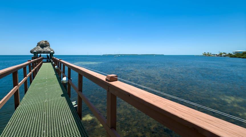 Luxury corner townhouse with oceanview! 412 Mariners Club Key Largo