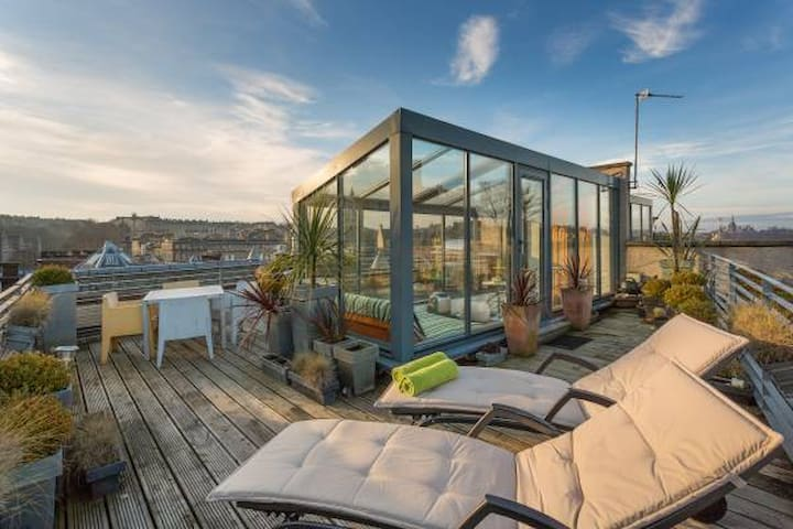 Voted Third Best Place To Stay in UK - Edinburgh