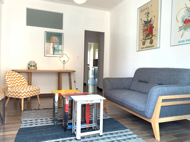 Delightful and friendly 2 bedrooms with balconies & A/C - Place du Pin