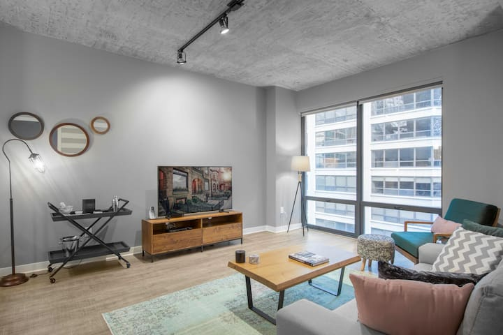 Pet-friendly 1BR w/ gym, walk to the lake and pier by Blueground