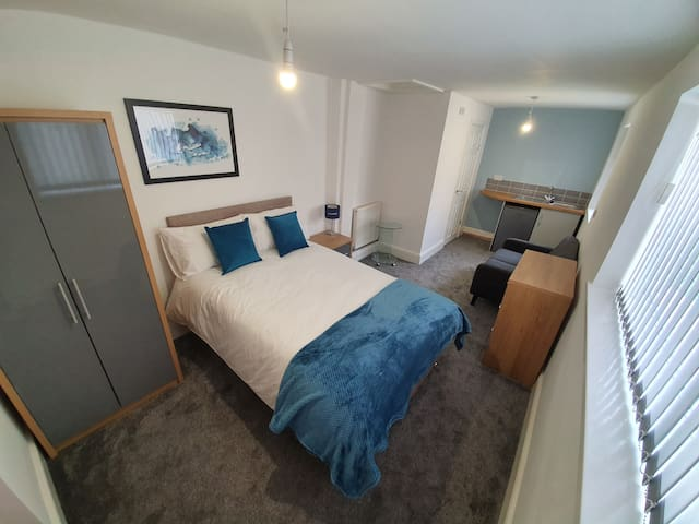 Large Studio Double Room with Ensuite