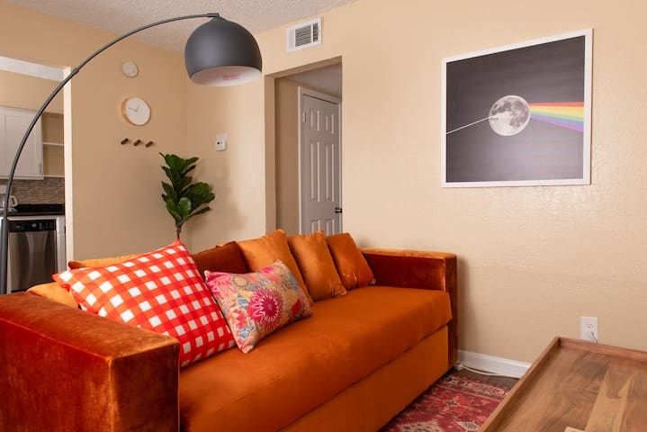 Chic 2BR in East Austin #114 by WanderJaunt