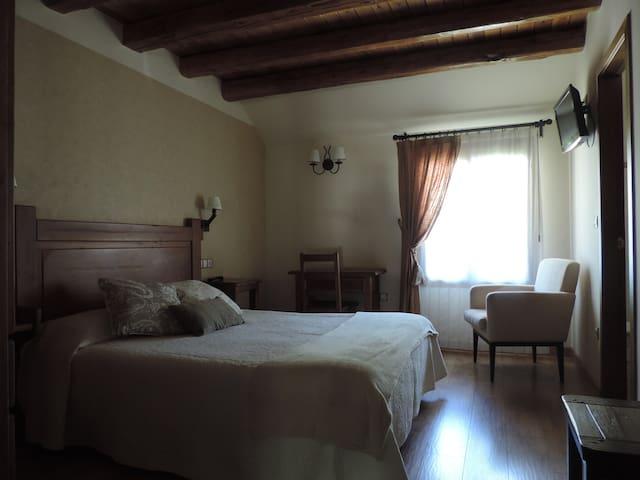Habitación ambiente rústico, en Torla-Ordesa
