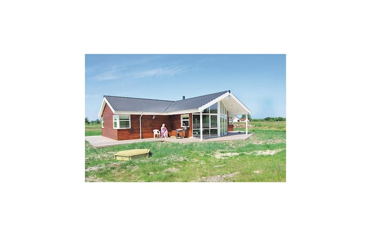 Holiday cottage with 3 bedrooms on 94 m² in Frøstrup