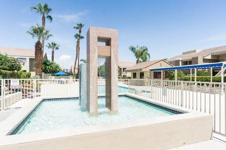Downtown Condo Near Everything w/ 2 Pools & Tennis - Palm Springs