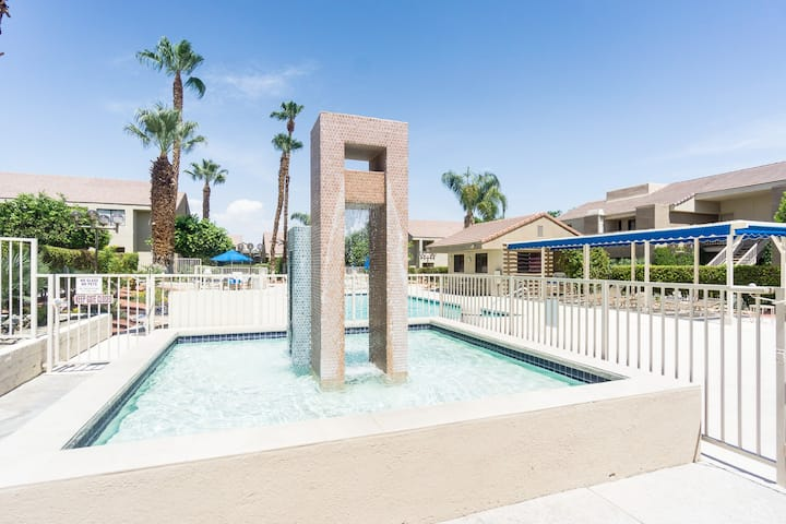 Downtown Condo  w/2 Pools & Tennis Downstairs Unit