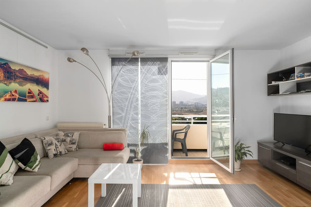Sunny and bright spacious living room