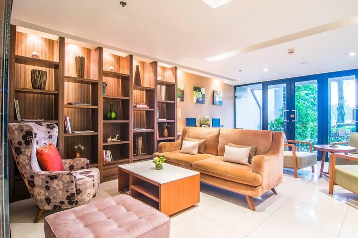 1BR Garden Suite @ Summit Free Airport Pickup - Samut Prakan - Apartemen