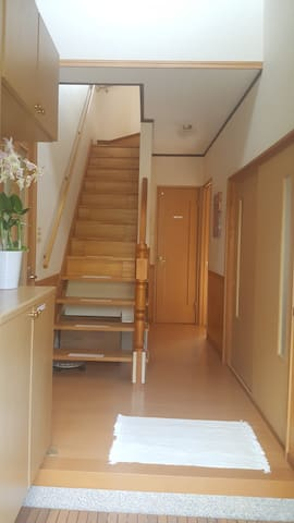 1층 복도 및 계단