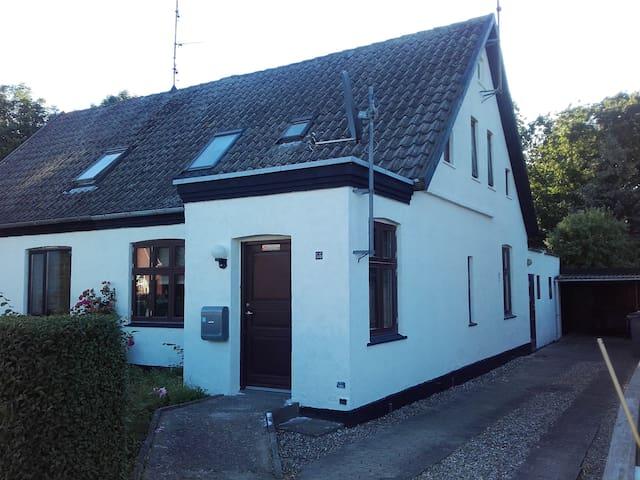 Charmerende hus med hyggelig have