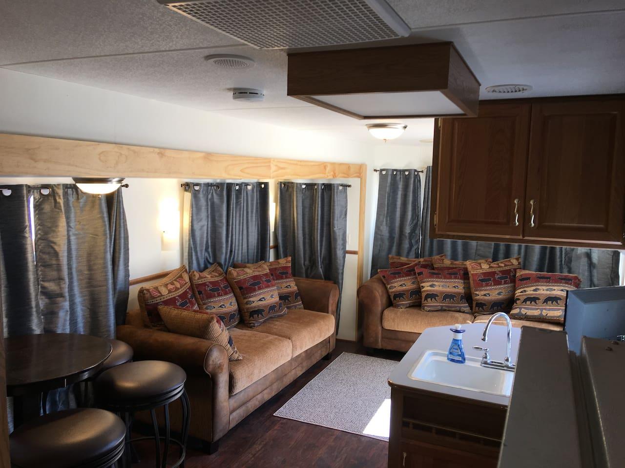 Deluxe Cabin living room