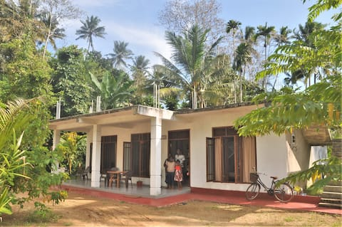 Jungle House Midigama (private home, 2 bedrooms)