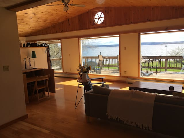 Private Room with ensuite bath on Lake Champlain