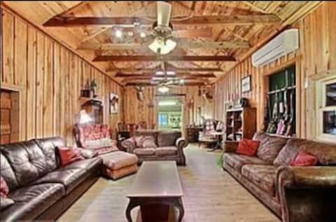 Savannah Dreams Farm Stay. ONE bedroom.