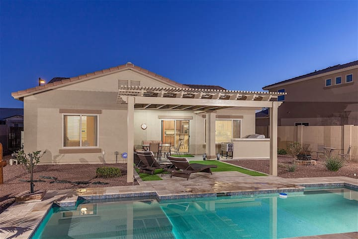 Enchanted- 3 BR home with a private, pool, spa and entertainer's backyard