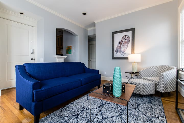 Stylish Oaklawn Apartment - Ideal Location!