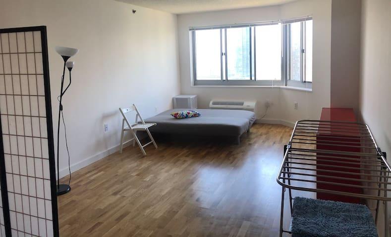 Cozy Living Room near Hudson River