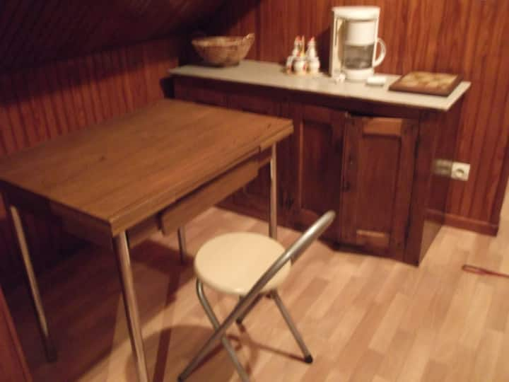 Chambre meublée indépendante à Gaillon 27600