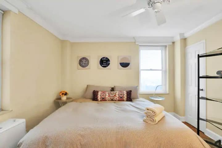 1BR Beautiful Condo Amazing View Central Downtown
